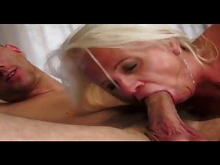 Abuelita obtiene una carga cum hasta su culo