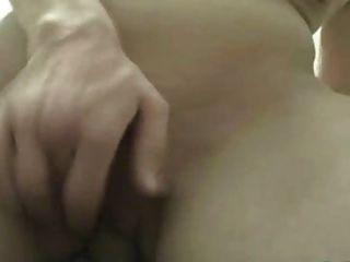mujer aficionada se masturba en su polla