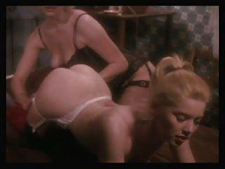 niñas en todas las direcciones escena 9 escena lesbiana