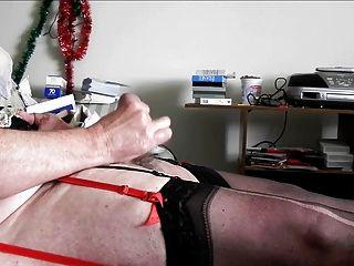 sissy ray disparando una carga de esperma