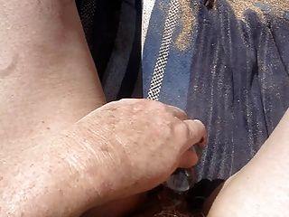 masturbándose juntos en la parte 2 de playa