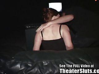 kayce pone en una demostración sexual del teatro del porn del público