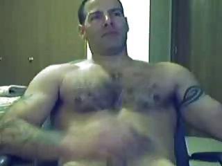 chico caliente masturbándose delante de la webcam