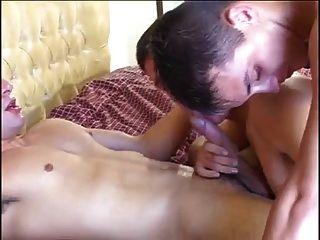 tres chicos calientes follando