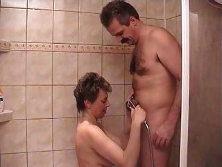 Milf cachonda en el sexo de la ducha
