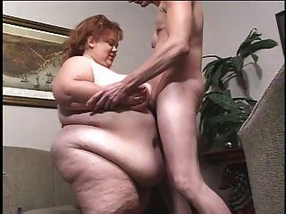 el polluelo blanco grotescamente obeso consigue titballed por el individuo flaco