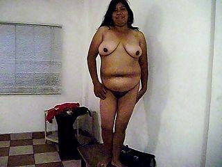 eva desnuda sobre la mesa