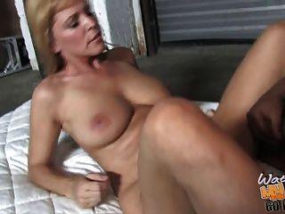 madura mama nicole moore toma bbc en su coño de edad