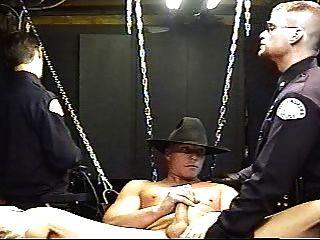 dos policías y vaquero caliente