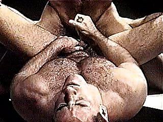 músculo gay lleva lucha