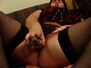 chubby esposa joan follándose en el sofá