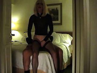 prostituta caliente juega con un cliente