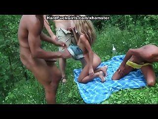 3 chicos rubios jodidos duro en el bosque