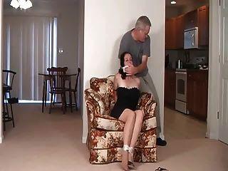 mamá y no su hija atado y amordazado!