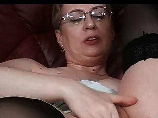 salvaje madura se masturba (mis hermosas mamás 27)