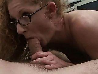 mamá pelirroja con coño peludo rojo!