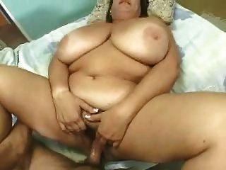 una abuelita grande en lencería