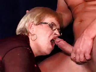 abuelita en un dp y facial en sus gafas