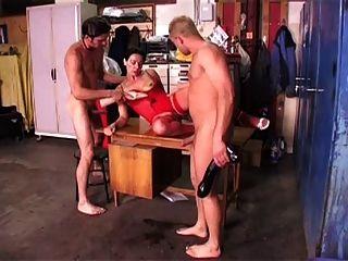 aranka madura consigue su coño estirado
