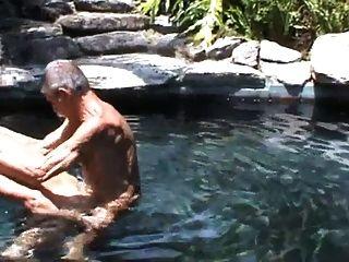 mis dos viejos amigos follando en la piscina !!