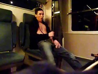 matando el tiempo en el tren