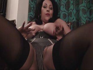 british puta danica juega con ella en una silla de nuevo