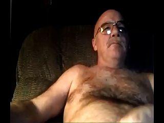 papá peludo de plata viendo porno y corridas en su vientre