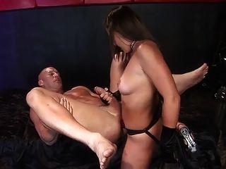 córnea amante follando, y permitiendo que su esclavo a la mierda