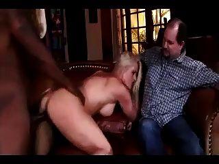 esposo de grasa viendo a su esposa utilizado por el hombre negro