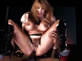 una mujer militar