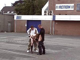 embarazada al aire libre follada por 2 chicos jóvenes