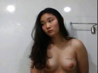 zorra coreana se toca a sí misma