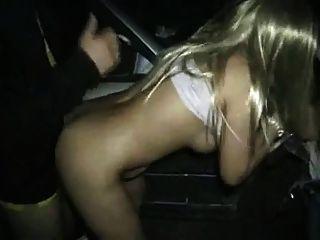 en la calle en la noche