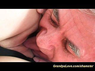 abuelo caliente en el amor
