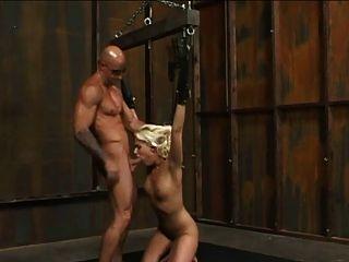 esclavo rubio atado y jodido