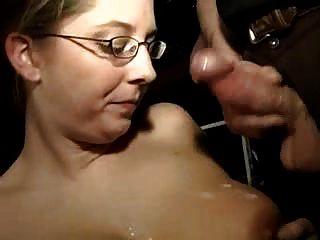 caliente esposa aficionada tetona chupa un montón de pollas