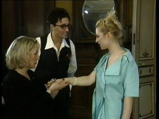 fisting anal para la mujer madura francesa por la joven dama