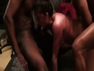 mujer zorra se golpeó por 2 studs negros.