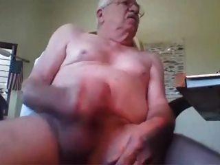 abuelo masturbándose masturbándose