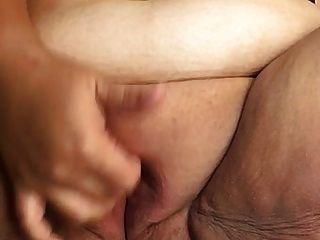 sexy bbw jugando con su coño gordo