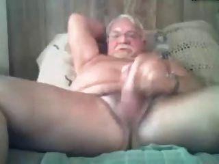 abuelo caliente en la cama
