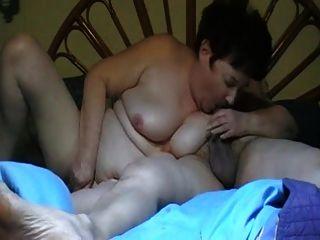 pareja caliente (abuelita peluda corta) p2