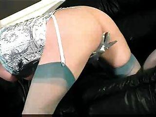 morena se masturba en ropa interior azul sexy
