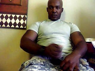 str8 militar chico en cámara