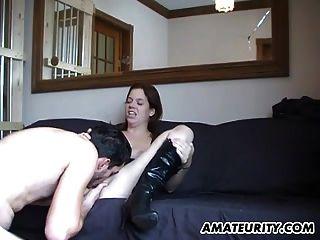 adolescente caliente amateur chupa y folla con cum en el culo