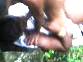 une grosse negro antillaise baiser dans les bois
