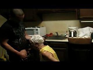 75 años de edad dama follando a un joven