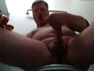 papá espuma en la boca y dispara su carga