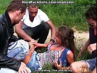 sexo al aire libre hardcore con una linda chica