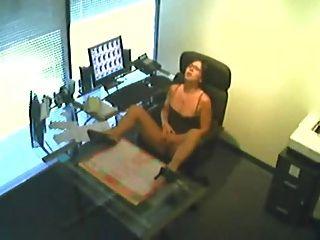 lo que el secretario hace en el trabajo